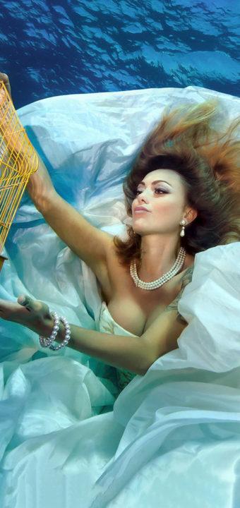 Подводна фотография с модели от Пламена Милева